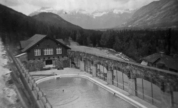 Hot Sulphur Baths (80 degrees F)